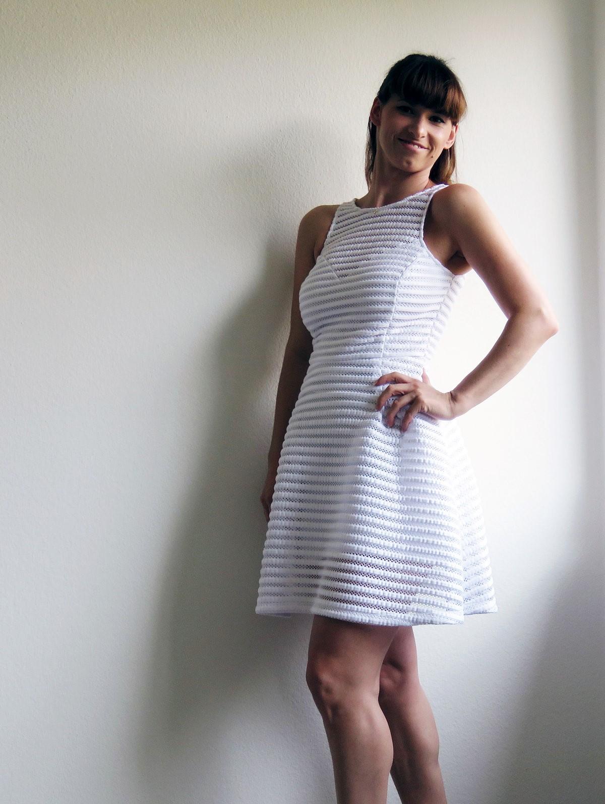 weisses Kleid von Guess-Wedges von Guess