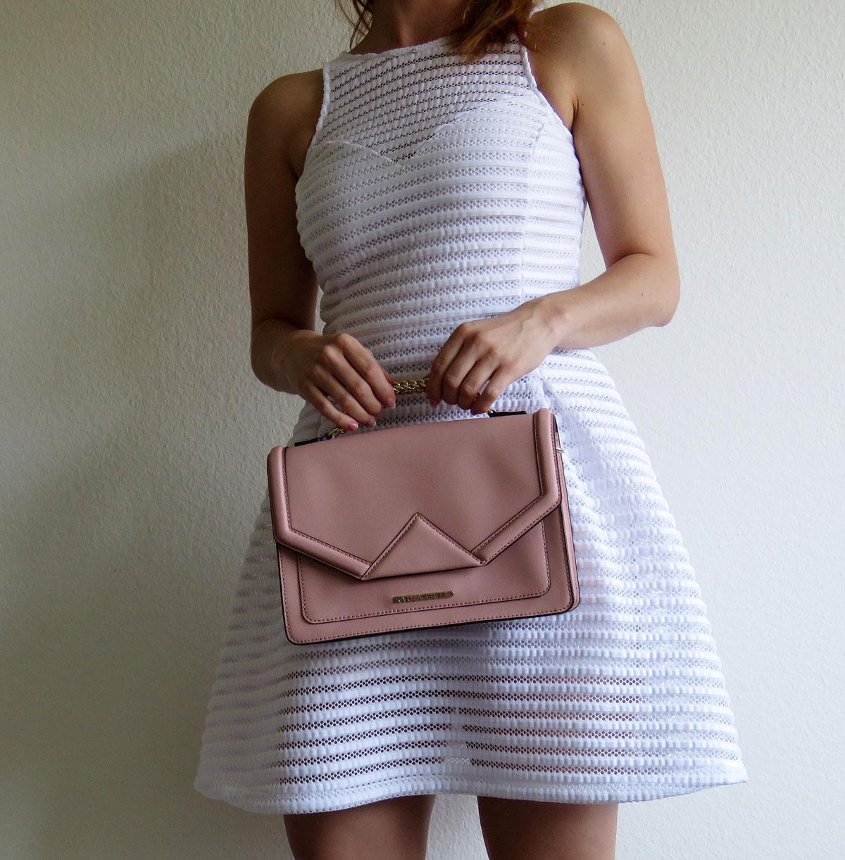 weisses Kleid von Guess-Wedges von Guess- Klassik rosa von Karl Lagerweisses Kleid von Guess-Wedges von Guess- Klassik rosa von Karl Lagerfeld