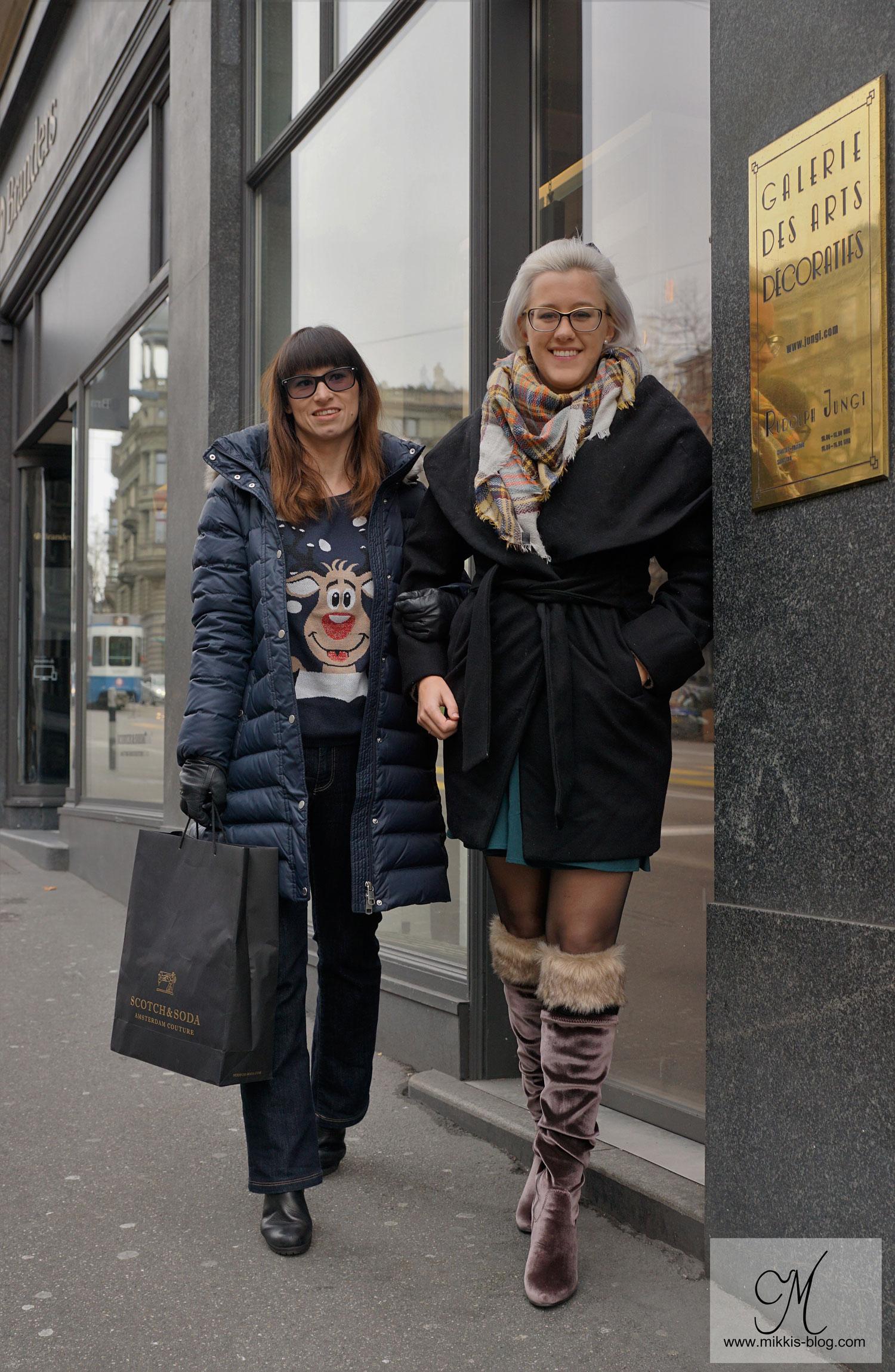Adventskalender, Jeans von Crossjeans, Weihnachtspullover von Review, Daunenmantel von Tommy Hilfiger