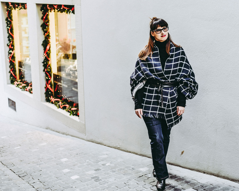 kaschiert: Jeans von Cross Jeans, Pullover von Hugo Boss, XXL Schal von Esprit, Gürtel von more and more,Stiefel von hörli