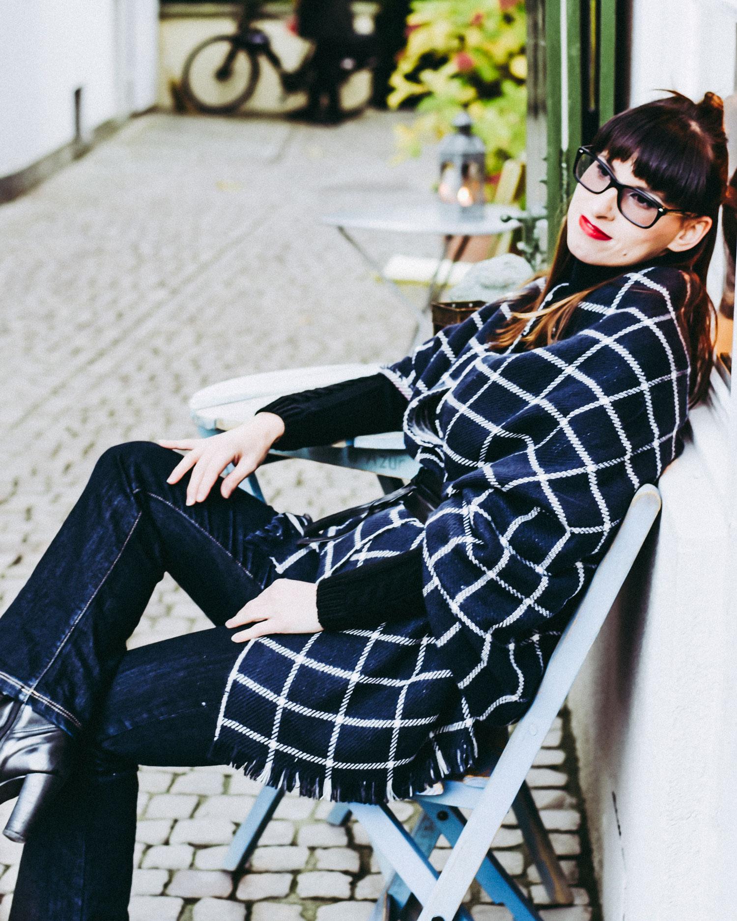 kaschieren: Jeans von Cross Jeans, Pullover von Hugo Boss, XXL Schal von Esprit, Gürtel von more and more,Stiefel von hörli