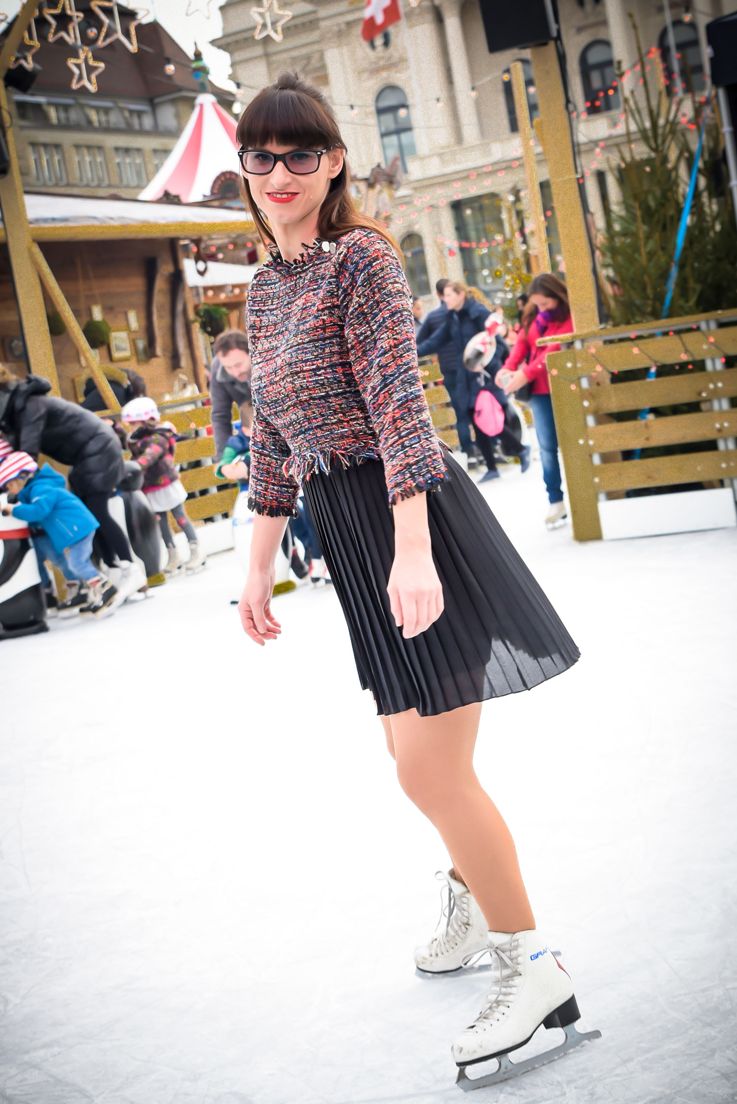 Tweedkleid mit Fransen und Plisseerock von Zara