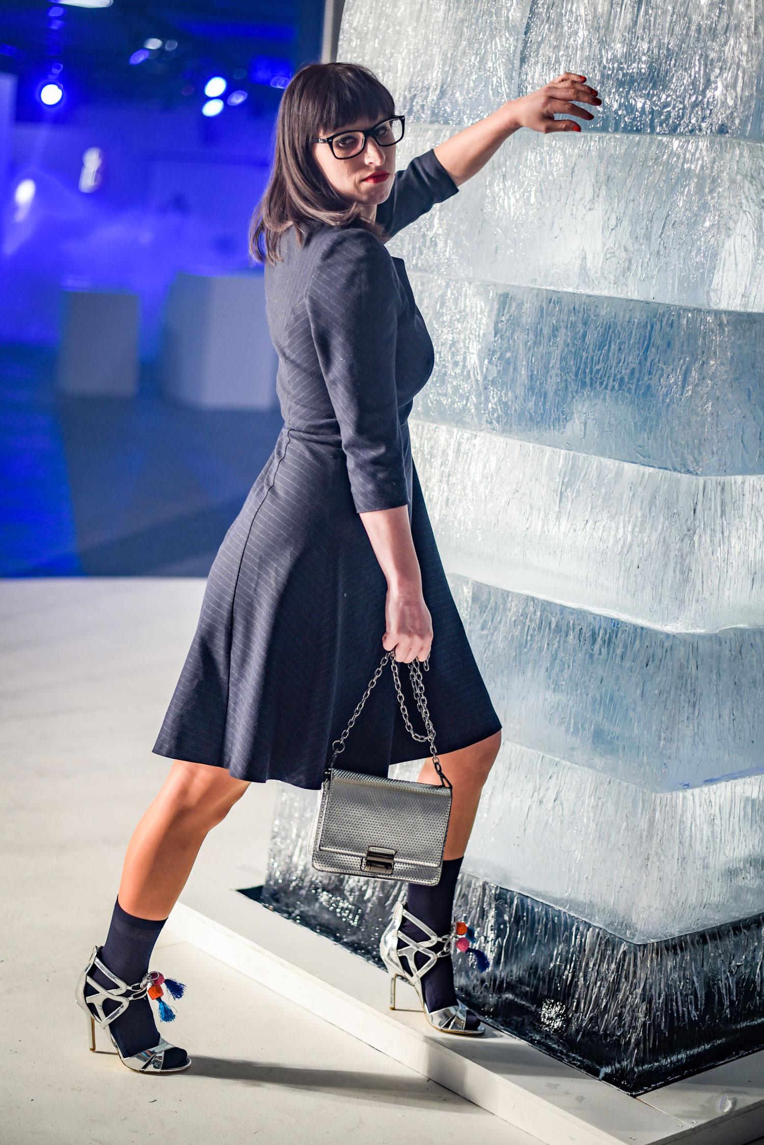 Fashion: Kleid von Hallhuber, High Heels von Sam Edelman, Siffermütze von Scotch&Soda, Fashion Show von Ewa Herzog