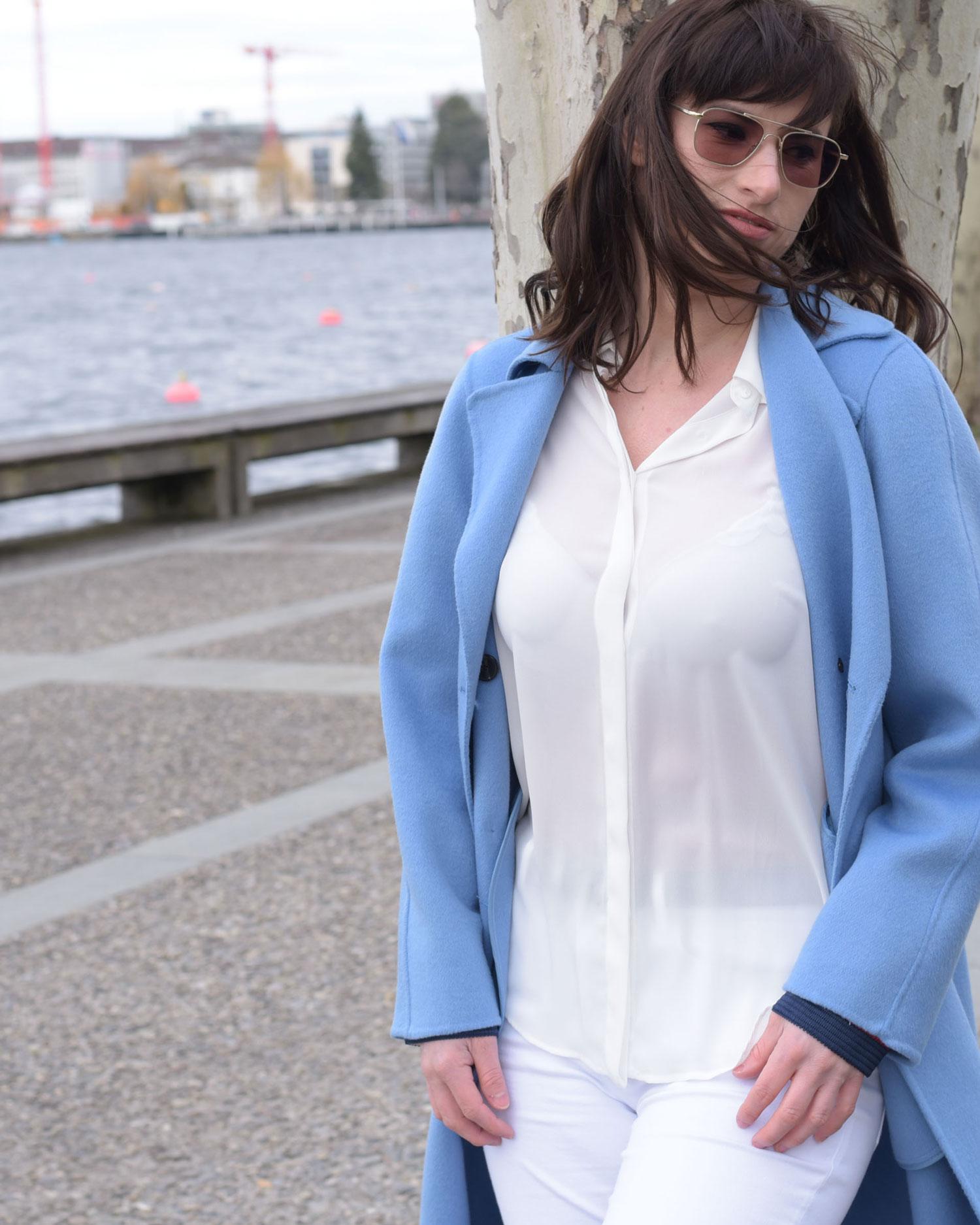 """Frühling: hellblauer """"Pantone Farbinstitut-Little Boy Blue"""" Mantel von Zara, weisse Jeans von Zara, Bluse von Zara, Convers all Stars"""