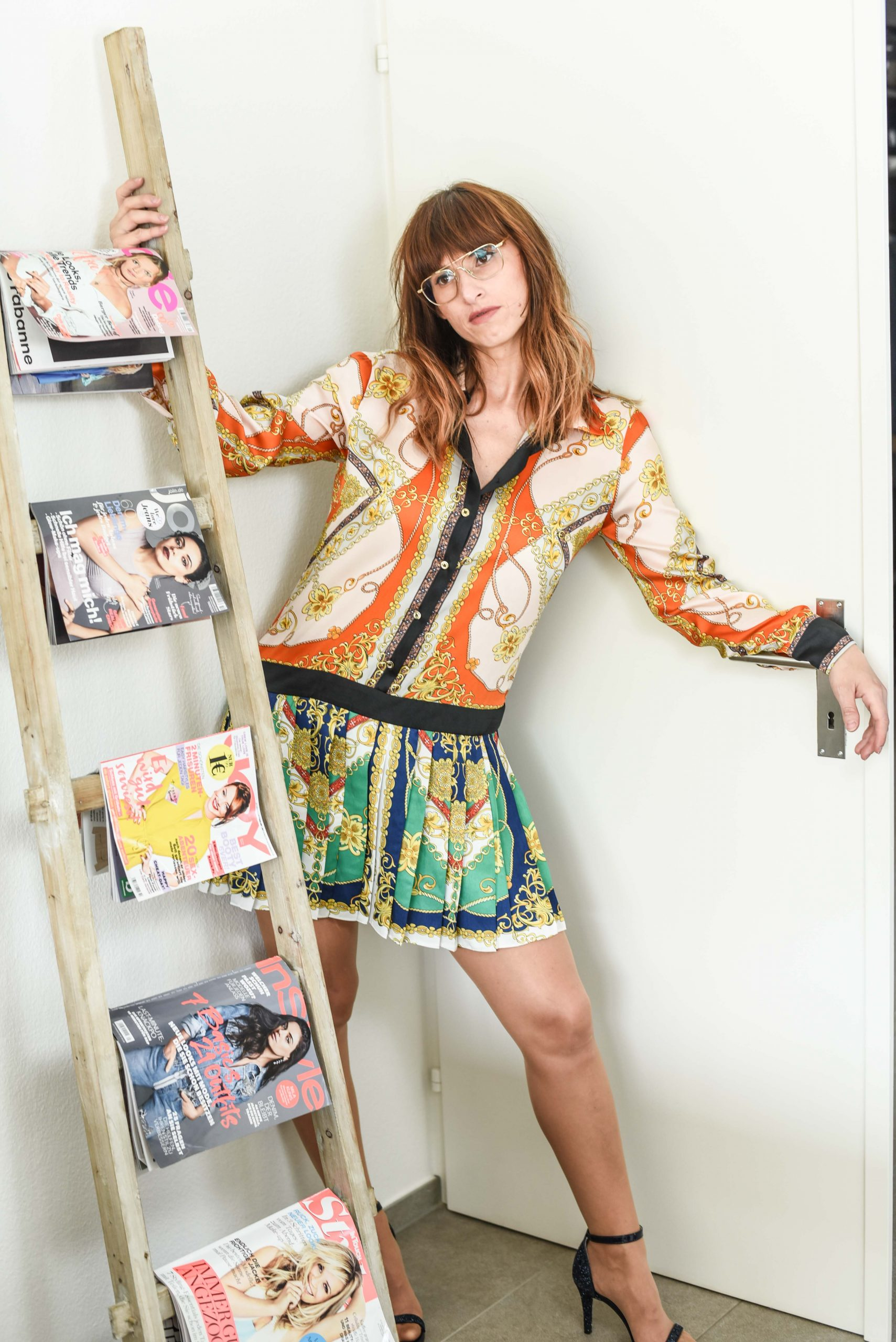 Style: Scarfkleid von Zara, Schuhe von Chiara Ferragni, Tasche von Karl Lagerfeld