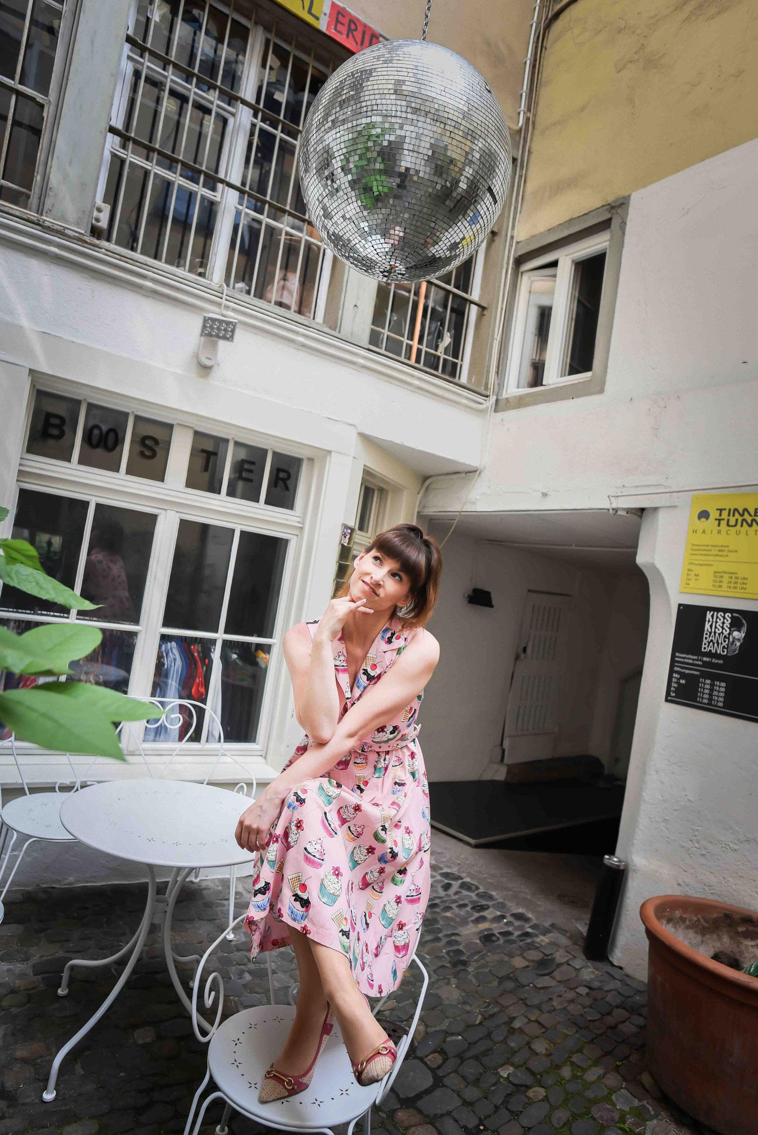 Cupcakes Fünfziger-Jahre-Kleid von Topvintage.de, Pumps von Faith