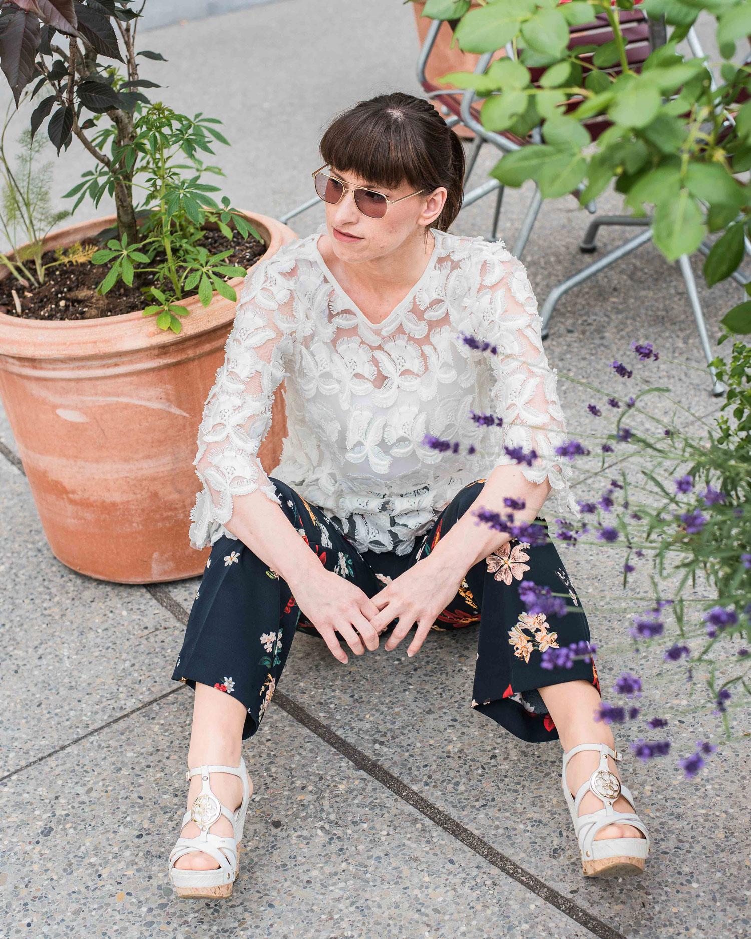 Meinung: Hose von Zara, Body von Hallhuber, Bluse von Zara, Schuhe von Guess
